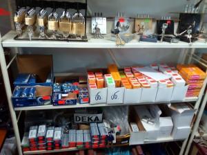 различни видове брави, катинари, патрони